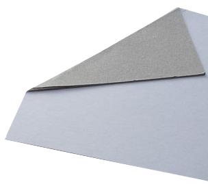 Cartón bicolor gris y blanco utilizado para pecheras de camisas y otras prendas.